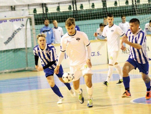 Tím FC Nitra dvakrát remizoval so Šuranmi, v skupine aj vo finále.