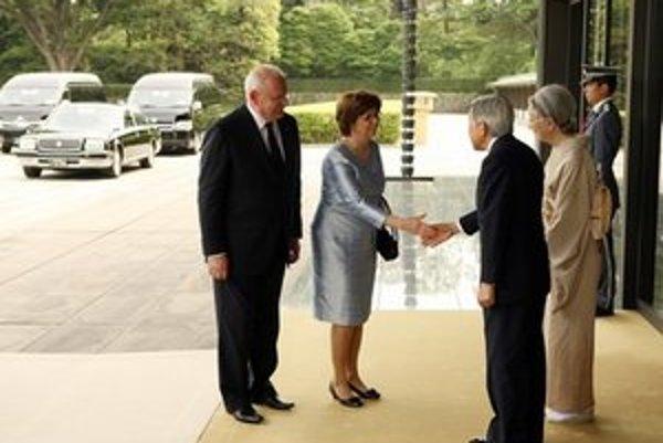 Slovenský prezidentský pár prijal vo svojom sídle japonský cisár Akihito s cisárovnou Mičiko.