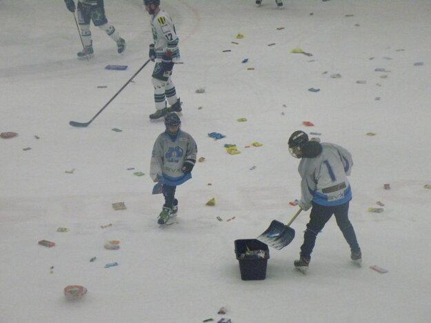 Takto vyzerala ľadová plocha po prvom góle Kytnára.