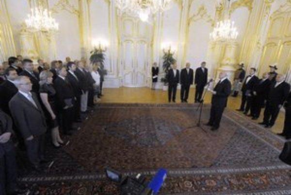 Profesorov minulý týždeň v utorok vymenoval prezident Ivan Gašparovič.