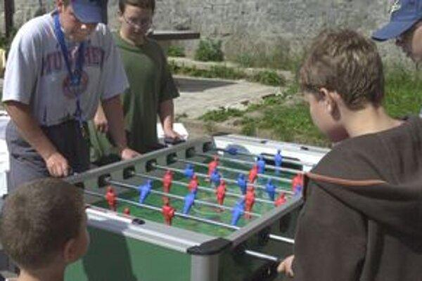 Deti lákajú športové krúžky a so zameraním na výpočtovú techniku.