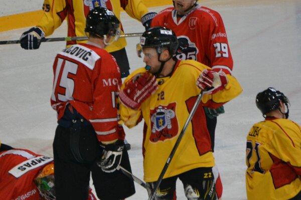 Topoľčany doma porazili Pov. Bystricu 7:4. Hetrik v prvej tretine zaznamenal Martin Kalináč.