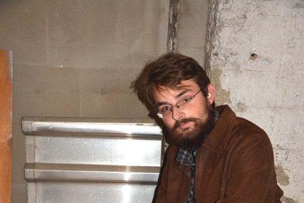 Rožňavčan Pavol Horváth. Potkany sa do pivnice prehrýzli cez narušený betón.