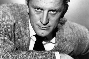 Kirk Douglas niekedy okolo roku 1949 po prvej nominácii na Oscara. Fajčiť prestal, keď jeho otec zomrel na rakovinu pľúc v roku 1950.