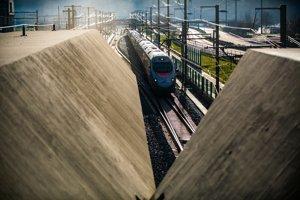 Gotthardským tunelom prešiel prvý osobný vlak