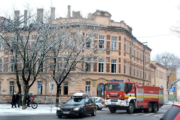 Budova potrebuje po požiari akútnu pomoc.