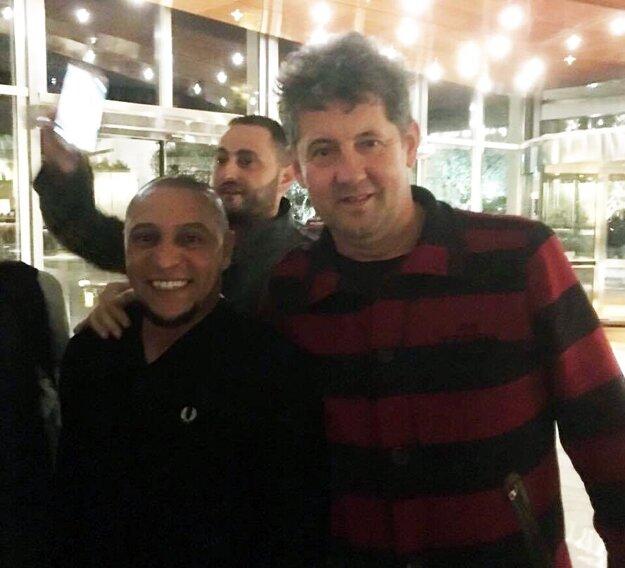 Fotka klienta s legendárnym Robertom Carlosom. Pekný úlovok!