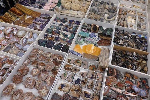 Toto všetko a aj ďalšie dekoračné predmety budú ponúkať v Leviciach