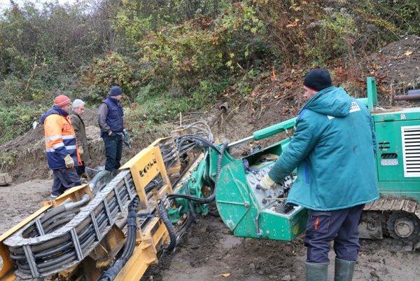 Geológovia urobili pod Wilec hôrkou prieskumné vrty.