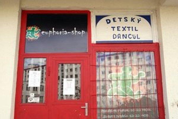 Euphoria shop sídli v obchode, kde predávali detský textil.