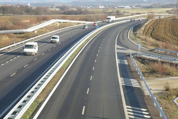 S rýchlosťou na ceste nepohne ani minister dopravy Árpád Érsek.