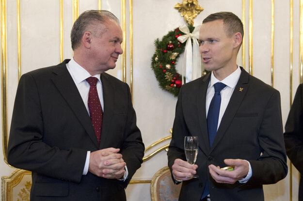 Matej Tóth debatuje s prezidentom Andrejom Kiskom.