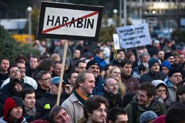 Harabina kritizovali aj na proteste Gorila.