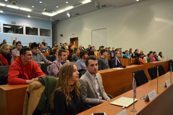 Na Úrade Žilinského samosprávneho kraja sa vpiatok 2. decembra zišli členovia Krajského stredoškolského parlamentu.