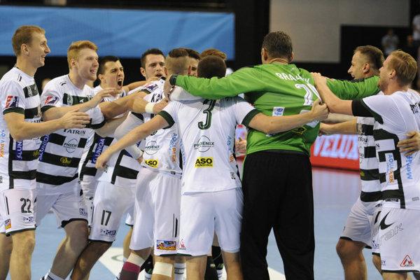 Favoritmi na jednu z trofejí medzi kolektívmi sú hádzanári Tatrana Prešov.