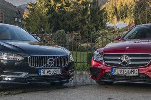 """Naživo viac pútalo pozornosť Volvo. Na fotke zvýrazňuje Mercedes """"živšia"""" farba"""