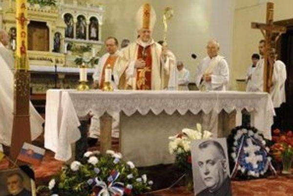 Arcibiskup Ján Sokol počas celebrovania zádušnej omše za prezidenta Tisa v roku 2008.