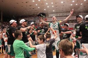 Basketbalisti Prievidze sa tešili z majstrovského titulu.
