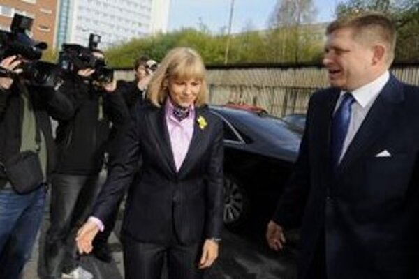 Ministerka zdravotníctva Zuzana Zvolenská a premiér Robert Fico.