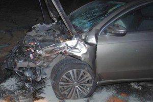 Vo Volkswagen Passate sa zranil Poliak.