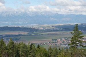 Pohľad zo Slovenského raja. Na Popradskú aHornádsku kotlinu.