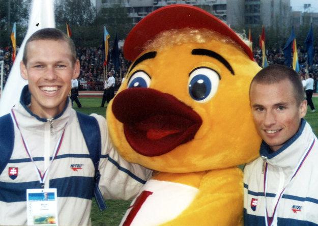 Ako dvadsaťročný (vľavo) na medzinárodných pretekoch v ruskom meste Čeboksary.
