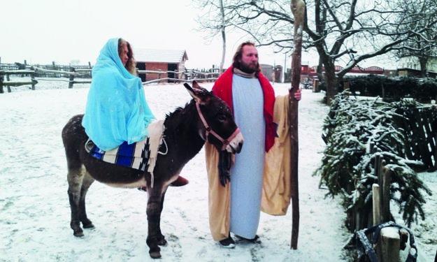 Na úvod zahrajú scénku snarodením Ježiša.