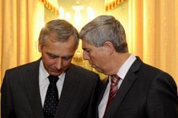 Predsedovia parlamentných strán KDH Ján Figeľ a Most-Híd Béla Bugár.