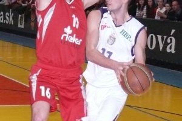 Z Marcela Madaja (vľavo) a Ivana Barišiča sa stajú v novej sezóne v drese MBK spoluhráči.