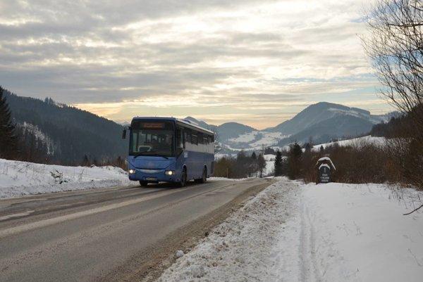 Modré autobusy jazdia aj počas Vianoc.