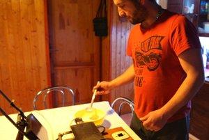 Majerovci sú pri výrobe trubičiek zohratý tím.