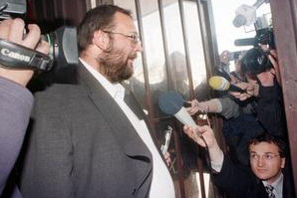 Šéf Mečiarovej SIS Ivan Lexa šiel prvý raz do väzby v roku 1999 aj so zubnou kefkou. Súdy neskôr rozhodli, že nezákonne.