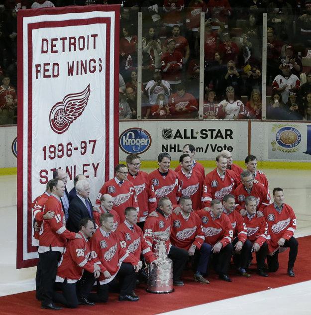 Členovia úspešného tímu Detroitu z roku 1997.