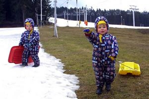 Sneh sa má stiahnuť z nižších kopcov, doplatia na to lyžiarske strediská.