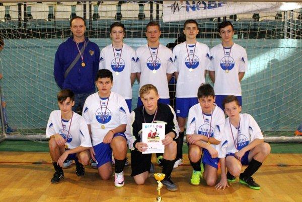 Starší žiaci ŠK Nevidzany, víťazi turnaja.