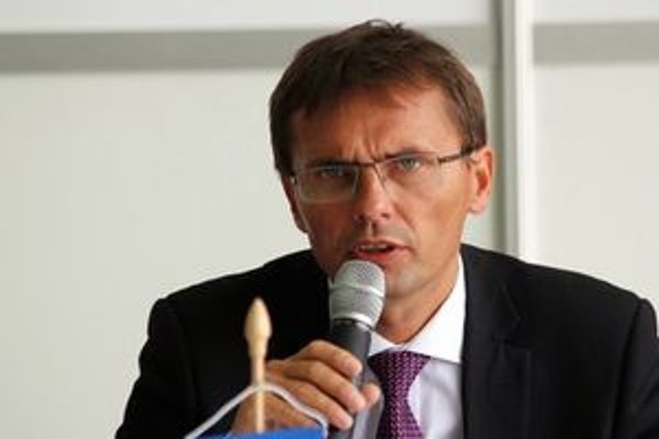 Minister obrany Ľubomír Galko obhajoval organizáciu leteckých dní.