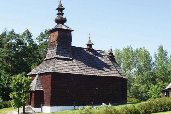 Drevený kostolík v skanzeme.