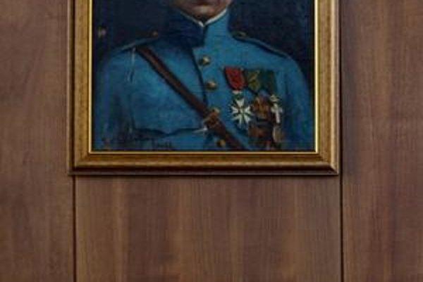 Šéf Národnej rady sa vo svojej pracovni posadil pod obraz Milana Rastislava Štefánika.