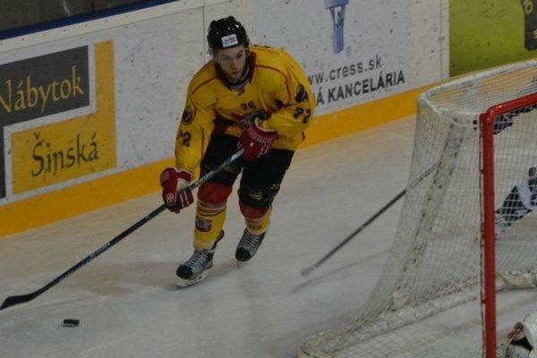 Hokejisti sériu troch výhier zakončili domácou prehrou.