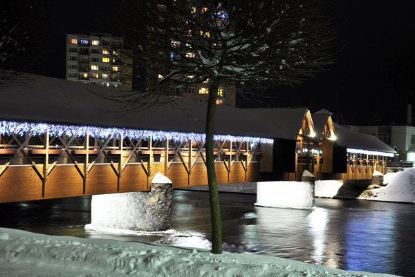 Nové osvetlenie na kolonádnom moste.