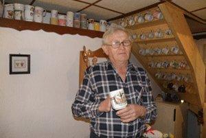 Štefan Valenteje má doma stopäťdesiat rôznych šálok.