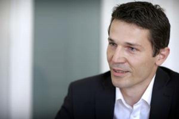 Kamil Krnáč (34)  pracoval v IT sfére. Ako poslanec sa venoval najmä verejným obstarávaniam a transparentnosti.