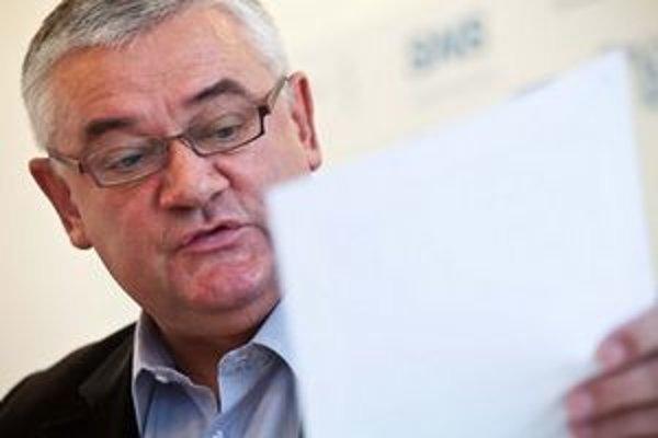 Šéf SNS sa Spišiaka pýta, komu a za čo je zaviazaný za kariérny postup.