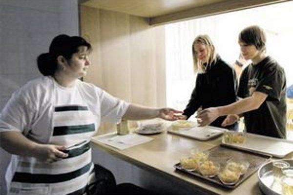 Školy si nakupovali potraviny samy, firma, ktorú si na to vybralo Slavkovskej ministerstvo, víťazí na súdoch.