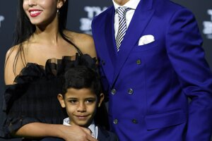 Cristiano Ronaldo, jeho priateľka Georgina Rodriguezová a syn Ronaldo jr.