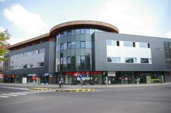 Daňováci sa v Prievidzi presťahovali z mestskej budovy do súkromnej.
