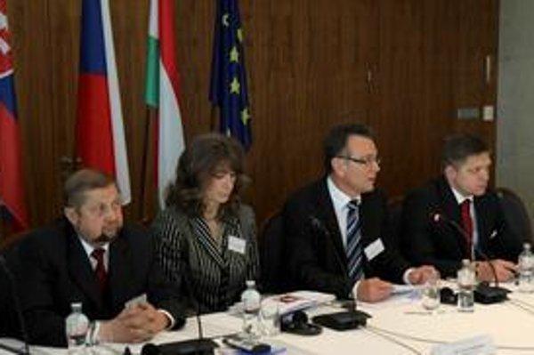 Ladislav Tichý (druhý sprava) sa pred týždňom zúčastnil na seminári o budúcnosti prokuratúry.
