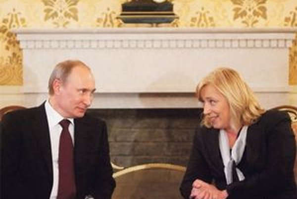 Vladimir Putin sa na Ivetu Radičovú usmieval, pred novinárov neprišiel.
