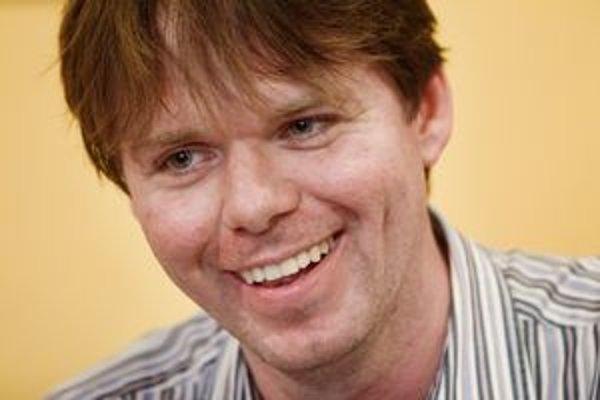 Stanislav Fořt (33) vyštudoval právo,ekonómiu. Pred vstupom do politiky bol manažérom v poisťovni. Ako prvý politik pre SME zverejnil, že je gej.
