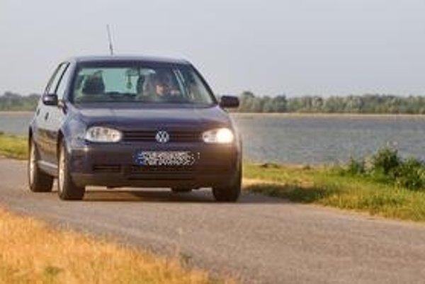 Splnomocnenec vlády vodohospodárom neodpovedal, či je stále nutné, aby mohol Dobroslav Trnka jazdiť po rekreačnej hrádzi.